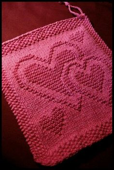 Free Knitting Pattern for Easy Pocketed Scarf in Super Bulky Yarn Dishcloth Knitting Patterns, Loom Knitting, Knitting Stitches, Knit Patterns, Free Knitting, Baby Knitting, Knitting Charts, Knitted Heart Pattern, Knitted Washcloth Patterns