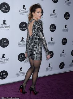 Kate Beckinsale gives leggy display as she dazzles in metall.-Kate Beckinsale gives leggy display as she dazzles in metallic couture Head turner: The actress turned heads in a glittering silver and black Julien MacDonald gown - Mode Outfits, Sexy Outfits, Sexy Dresses, Pantyhose Outfits, Black Pantyhose, Beautiful Legs, Gorgeous Women, Kate Beckinsale Pictures, Julien Macdonald