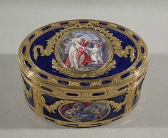 1771-1772 French snuffbox. Jean-Baptiste Beckers  (master 1753, active 1793). Gold, enamel.