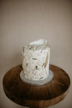 Amazing Wedding Cakes, Elegant Wedding Cakes, Floral Wedding, Croatian Wedding, Naked Cakes, Sustainable Wedding, Dried Flower Bouquet, Flower Company, Wedding Cake Rustic