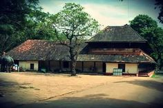 Kerala Traditional House, Kerala Architecture, Kerala Houses, Tree Table, Indian Homes, Home Pictures, Beautiful Homes, Entrance, House Plans