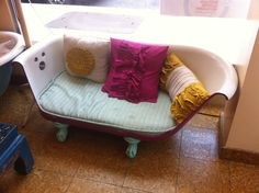 clawfoot tub loveseat- just like the one in holly golightly's apartment!