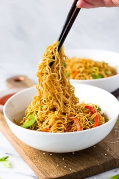 Vegetable Lo Mein for Two. Vegetable Lo Mein for Two - better than take-out, this classic Chinese dish is a quick dinner and can easily be doubled! Healthy Dinners For Two, Easy Dinner Recipes, Healthy Dinner Recipes, Quick Meals For Two, Vegetarian Meals, Easy Dinner For Two, Quick Recipes For Dinner, Fast Recipes, Chinese Vegetables
