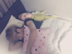 """왜 제침대에서 주무시는거죠?? 막내느님?? 눼????  [TRANS] 150129 """"@BOYF_DH: Why are you sleeping on my bed?? Maknae-nim?? Huh????-------------------BF DONGHYUN OPPA TWITTER UPDATE 28/1/2015 -------------------♥ MINWOO OPPA JUST SO CUTE ♥"""