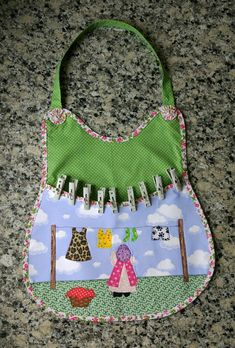 Washing Peg Bags, Clothespin Bag, Apron Designs, Bebe Baby, Clothes Pegs, Fabric Painting, Aprons, Craft Gifts, Sewing Crafts