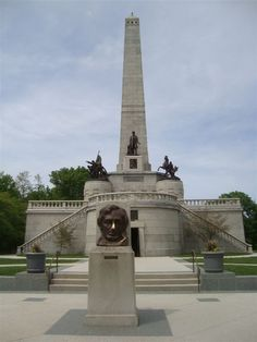 Abraham Lincoln Tomb... Springfield, IL... A lot of my family on my dads side lives here, so I went to see them :) Went to Abe Lincoln's home that he grew up in too! *Christina*