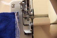 Tutotial: Como rematar las costuras con overloker pisando el hilo con la costura