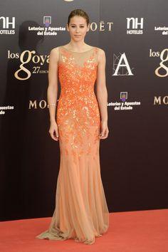 Todas las imágenes de alfombra roja y celebrities de los Premios Goya 2013: Irene Escolar de Blumarine
