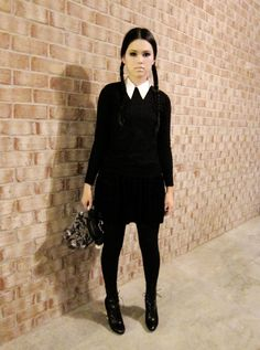 Wednesday-Addams-Halloween-Costume-Ideas