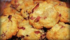 Après lebrookie, nous continuons notre série «autour du cookie» en vous présentant la version savoyarde du célèbre biscuit américain. Pourquoi savoyarde ? Car c'est une version salée où les petites de chocolat sont remplacées par des lardons et du reblochon. Un délice qu'on a découvert aux pieds des pistes. A déguster sans attendre ! Ingrédients du cookie savoyard – 140 g de farine – 1 carotte – 2 œufs – 90g de beurre (mou, de préférence) – 1/2 sachet de levure chimique – 100 g de bacon…