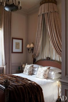 London guest bedroom of designer Paul Moschino ~ Antique Bedroom Furniture / Beds - Soothing Color Palette Antique Bedroom Furniture, Bed Furniture, Furniture Dolly, Home Bedroom, Bedroom Decor, Gray Bedroom, Teen Bedroom, Master Bedroom, Bedroom Colors