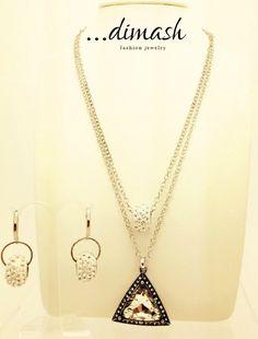 Juego de collar y aretes medianos en 50 cm, con un dije en color plata y shambalas, y lo mejor, ¡Con cadena doble!