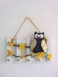 Keyring – MDF fence in white color, decorated with wooden owl. Ice Lolly Stick Crafts, Popsicle Stick Crafts, Popsicle Sticks, Craft Stick Crafts, Clay Christmas Decorations, Christmas Crafts, Diy Home Crafts, Diy Arts And Crafts, Diy Para A Casa