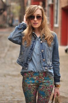 a look to try, except not with the floral pants... definitely not my thing. I'm thinking a chambray shirt and jean jacket with my red skinnies. Oh yes.