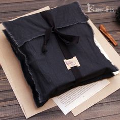 cloth packaging - cloth packaging Source by karakonstudio - Shirt Packaging, Clothing Packaging, Jewelry Packaging, Paper Bag Design, Première Communion, Luxury Bedding Collections, Fabric Bags, Cotton Bag, Packaging Design Inspiration