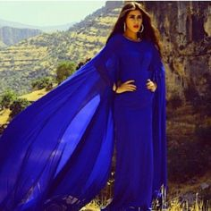 zeenazaki #abaya #caftan #kaftan #bisht #islamicdress #arab For more abaya & caftan inspiration please visit my page: www.pinterest.com/santanadxb/abayas-bishts-kaftans-jalabiyas/