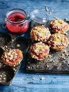rhubarb crumble muffins from donna hay (Bake Cheesecake Donna Hay) Streusel Muffins, Rhubarb Muffins, Baking Recipes, Dessert Recipes, Rhubarb Crumble, Raspberry Crumble, Rhubarb Recipes, Rhubarb Desserts, Cupcakes