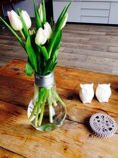 Haal het zonnetje in huis! Tulpen in de gloeilamp vaas van Serax Edison