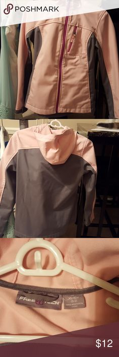 Jacket Sporty rain jacket. Pockets and 1zipper pocket.lightweight. pink and gray. Velcro tightening sleeve free tech Jackets & Coats Utility Jackets