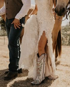Country Wedding Photos, Country Style Wedding, Country Wedding Dresses, Dream Wedding Dresses, Wedding Pics, Boho Wedding, Cowgirl Wedding, Cowboy Weddings, Country Weddings