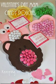 Keeping it Simple: Easy Valentine's Day Craft- M&M Candy Pouches with free printable #freeprintable #ValentinesDay #keepingitsimple