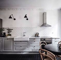 Laxarby open kitchen with white tiles: