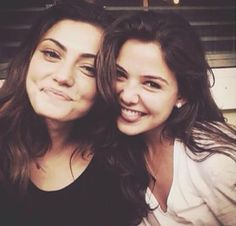 Phoebe Tonkin and Danielle Campbell (Hayley Marshall and Davina Claire) The originals The Vampire Diaries, Vampire Dairies, Vampire Diaries The Originals, Danielle Campbell The Originals, Dani Campbell, The Originals 3, Phoebe Tonkin The Originals, Daniel Sharman, Daniel Gillies