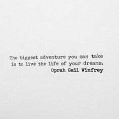 """""""A maior aventura que você pode ter é viver a vida dos seus sonhos."""" - Oprah Winfrey."""