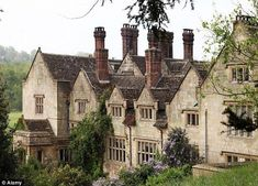 Stock Photo - Victorian facade of Gravetye Manor Elizabethan manor house home to William Robinson until 1935 now a country house hotel English Country Manor, English Manor Houses, English House, English Countryside, Gravetye Manor, Beautiful Homes, Beautiful Places, Beautiful Gardens, England