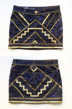 Mini falda denim con aplicaciones de cintas estilo étnica. Materiales: Mini falda Cintas variadas (minino 2 metros de cada una) Alfileres Tiza Regla Tijeras Hilo y aguja o maquina de coser o pegam...