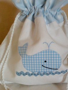 Cute for a bib Baby Sewing Projects, Sewing Crafts, Drawstring Bag Diy, Tiny Cross Stitch, Bird Applique, Sewing To Sell, Fabric Gift Bags, Patchwork Bags, Kids Bags