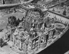 Berlin 1945 Lustgarten+ Berliner Dom + Altes Museum