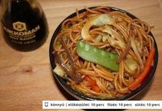 Pirított tészta Asian Recipes, Ethnic Recipes, Wok, Japchae, Spaghetti, Food And Drink, Food, Noodle