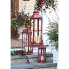 red candle lanterns and evergreens 33 Traditional Red And Green Christmas Home Decor Ideas Christmas Lanterns, Farmhouse Christmas Decor, Noel Christmas, Outdoor Christmas Decorations, Green Christmas, Country Christmas, Christmas Design, Christmas Cactus, Winter Christmas