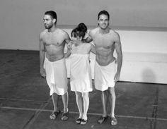 Los tres actores reciben los aplausos al final de la función. Fotografía: Mi Butaquita #teatro #sparadise Sumo, Wrestling, Sports, Theater, Photos, Lucha Libre, Hs Sports, Excercise, Sport