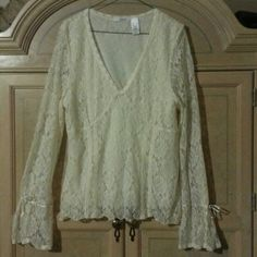 Stunning creamy beige LACE Top blouse exclusive Xl, can also fit L - Beautiful antique style stunning lace top. Great comfy stretch. Fab work to evening or sexy casual wear. So BEAUTIFUL to add your wardrobe! Tint Tops Blouses
