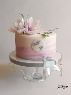 Romantic cake with magnolia flower - cake by Jitkap - Torte - Kuchen Birthday Cake With Flowers, Beautiful Birthday Cakes, Beautiful Wedding Cakes, Gorgeous Cakes, Bolo Floral, Floral Cake, Cake Images, Cake Pictures, Cake Decorating Techniques