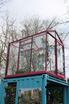 De tuinkas op het dak in de Amsterdamse Tuin trekt zeker de aandacht. Helemaal passend bij de trend 'urban gardening'.