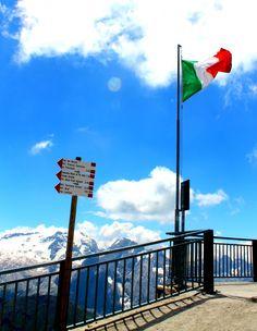 Vaellusmatka Dolomiiteillä Italiassa. Sass Pordoi.