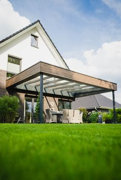 Terrace roof made of aluminum with rhombus- Terrassenüberdachung aus Aluminium mit Rhombus An extraordinary roofing. A combination of aluminum and rhombus, which gives the roof a modern look. Gazebo, Pergola Carport, Pergola With Roof, Pergola Patio, Backyard Patio, Backyard Landscaping, Attached Pergola, Carport Garage, Carport Designs