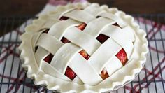How to Bake a Strawberry Pie Cake - Betty Crocker Dessert Simple, Beautiful Pie Crusts, Easy Desserts, Dessert Recipes, Pie Crust Designs, Pie Decoration, Strawberry Pie, Sweet Pie, Pie Cake