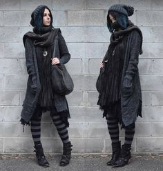 Looking like some London street urchin Witch that hangs about on the edges of darkly lit alleys with bottles of captured moonlight and… Three Days Grace, Melanie Martinez, Mori Mode, Witch Outfit, Mori Fashion, Witch Fashion, Grunge, Gothic Outfits, Fantasy Outfits