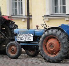 Eilisen Helsinki valokuvissani: Wäinö Aaltonen: Sarastus, Helsingin patsaita 11.03.2016 Helsinki, Tractors, 1980s, Photography, Photograph, Fotografie, Photoshoot, Fotografia