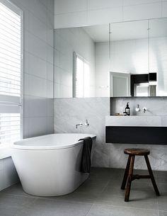 The bathroom of a Toorak House by Robson Rak Architects marble / salle de bains marbre Bathroom Toilets, Bathroom Renos, Laundry In Bathroom, Bathroom Interior, Minimal Bathroom, Modern Bathroom, Bathroom Marble, White Bathroom, Bath Tiles