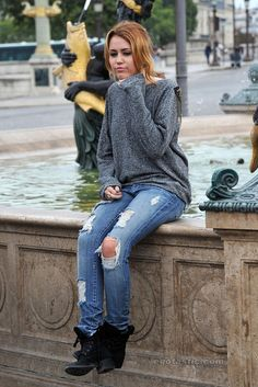 pz9w13-l-610x610-jeans-grey+jumper-trousers-ripped+jeans-ripped-denim-miley+cyrus-sweater-grey+sweater-grey--jumper-long+sleeved-boots-shoes-g…