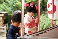 Shichi-Go-San is a Japanese traditional celebration for children, which girls and boys put on kimono and visit a local shrine to receive a blessing. Japanese Celebrations, Japanese Shrine, 3 Year Old Girl, Infant Mortality, Pinterest Girls, Prayers For Children, Kimono Japan, Rite Of Passage, Infancy