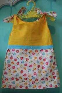 ROZEMARIJN Lieveheersbeestjes 2-in-1-jurkje: draai het binnenste buiten en je hebt een nieuw, uniek en handgemaakt jurkje. €20