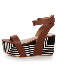 Take your look from a whimper to a roar, with the Matiko Lyon Brown with Black and White Print Flatform Sandals! Cute Shoes, Me Too Shoes, Wedge Sandals, Shoes Sandals, 70s Shoes, Toe Band, Flatform, Zara, Beautiful Shoes