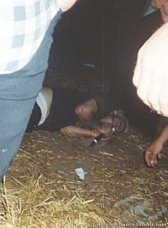 "Drunk Chino singing ""Headup"" on the ground at Wâldrock 2001"