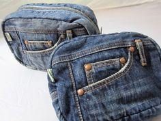 デニム雑貨を中心にデニムバッグやデニムを使用した小物を販売している岡山県のOKAYAMA DENIM LABO araiyan(アライヤン)です。確かな技術で作られた岡山のデニム、倉敷の帆布を使った商品を多数販売しております。|商品詳細 質感と色目が絶妙でとても、心地よいデニムバッグ、A4サイズにも対応していますので通勤、通学はもちろん、5個のアウトポケットで見た目以上の大容量、1泊程度の小旅行なら十分対応出来るサイズです。